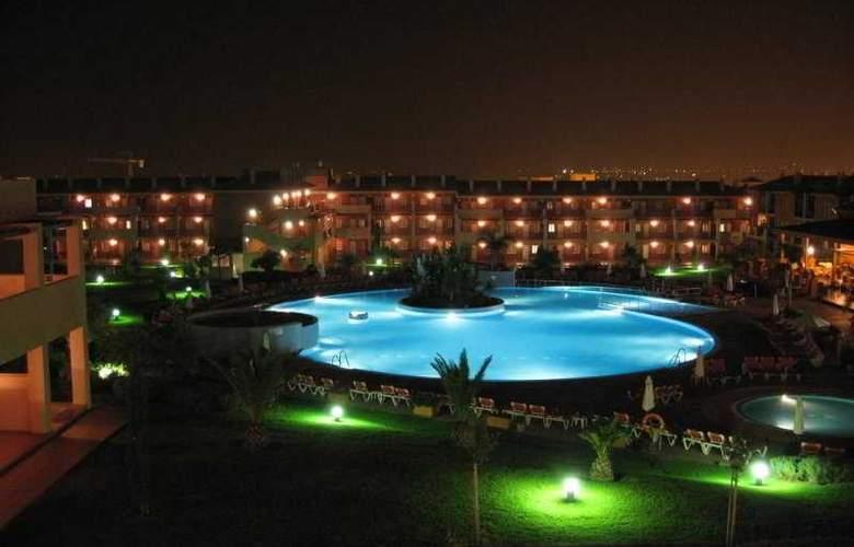 Aparthotel Ilunion Sancti Petri - Hotel - 3