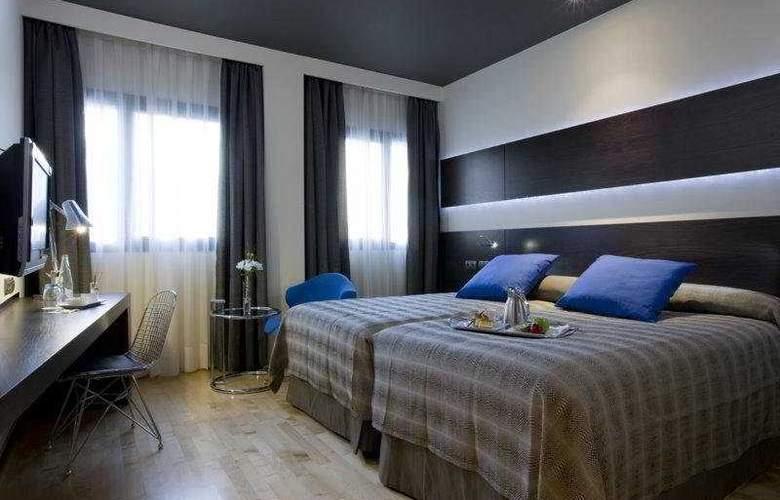 NH Madrid Las Tablas - Room - 4