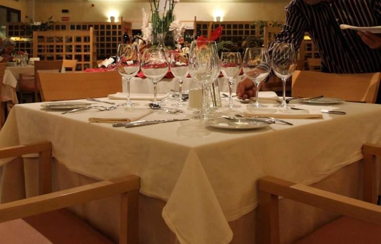 Hotel Suites Villa Maria - Restaurant - 26