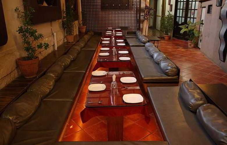 Highway Residency - Restaurant - 13