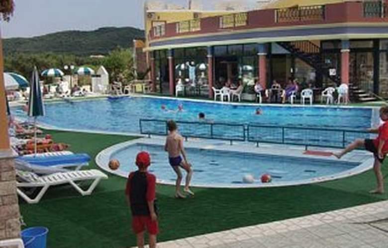 Letsos - Pool - 5