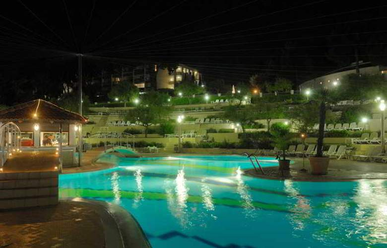 Belvedere Resort Apartments - Pool - 19