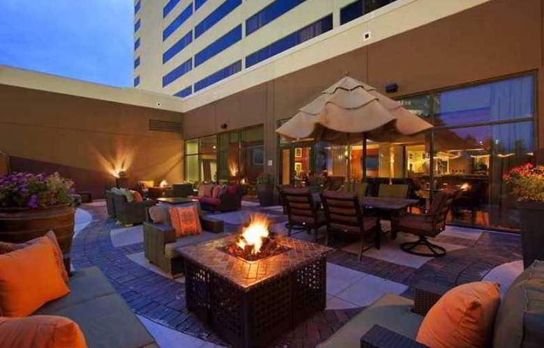 Hilton Suites Chicago/Oak Brook - Hotel - 1
