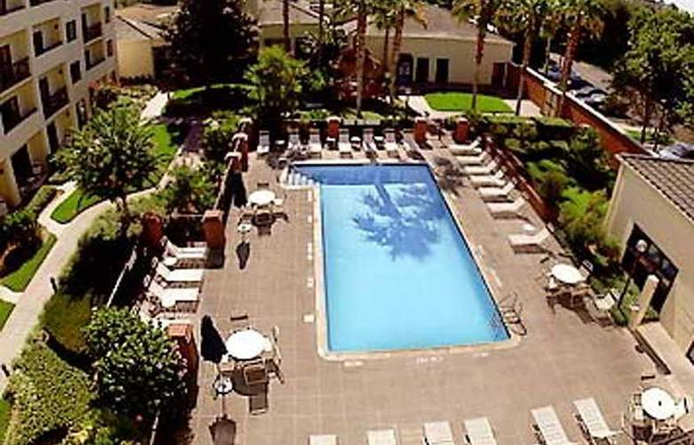 Courtyard by Marriott Convention Center - Pool - 3