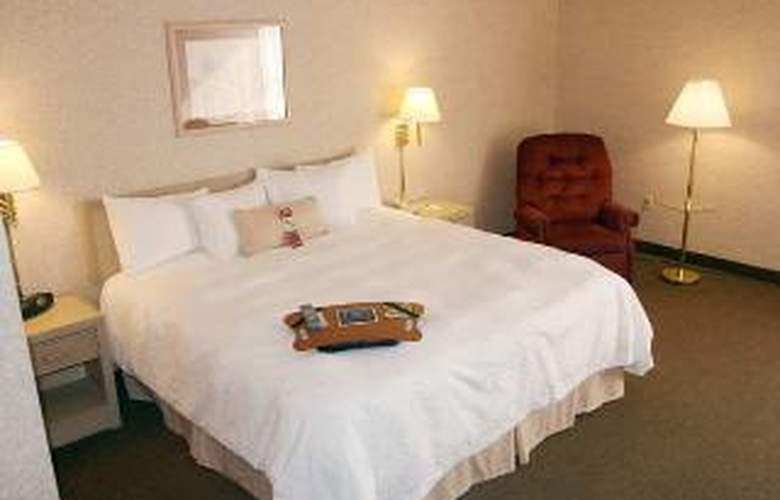 Hampton Inn Corning - Room - 5