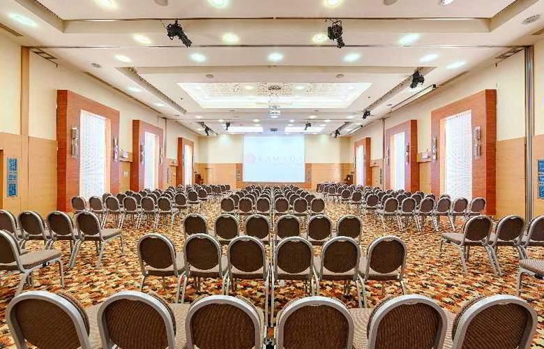 Ramada Plaza Bucharest - Conference - 12