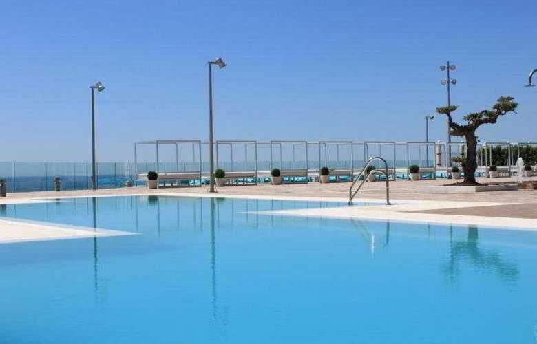 Holiday Hydros - Pool - 9