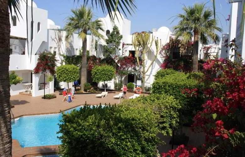 Apartamentos Torrelaguna - Pool - 4