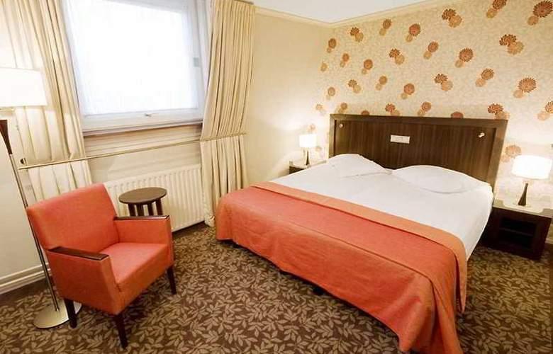 Van Walsum - Room - 2