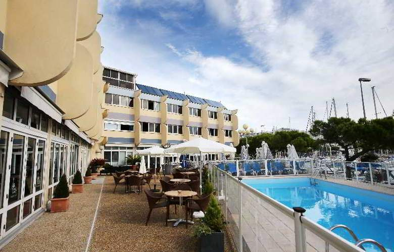 Interhotel Neptune Montpellier - Pool - 28