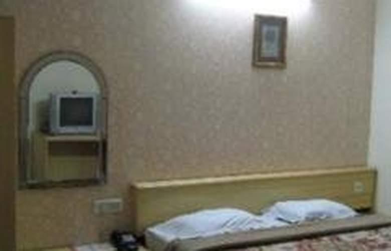 Hotel Crest Inn - Room - 1