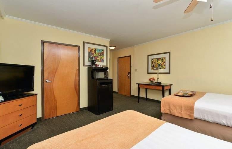 Best Western Plus St. Charles Inn - Room - 64
