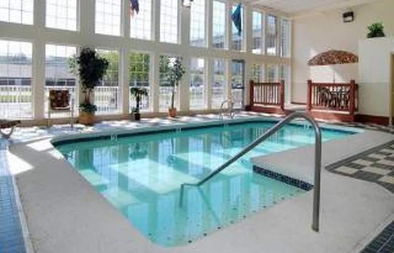 Comfort Inn Ship Creek - Pool - 5