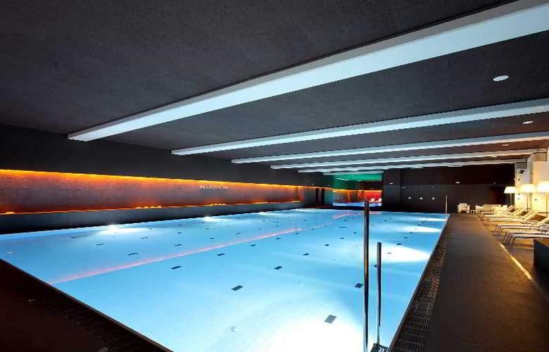 Occidental Bilbao - Pool - 29