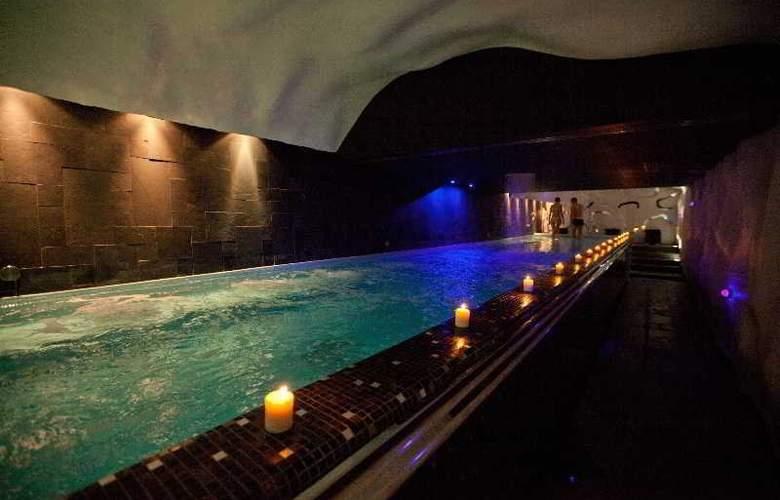 New York Palace - Pool - 11