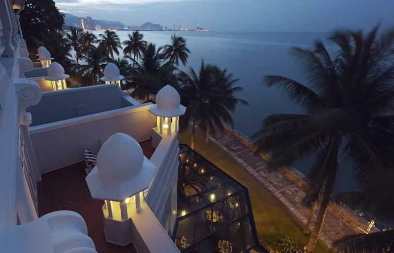 Eastern and Oriental Hotel Penang - Room - 16