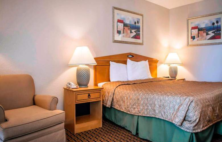 Econo Lodge  Inn & Suites - Room - 12