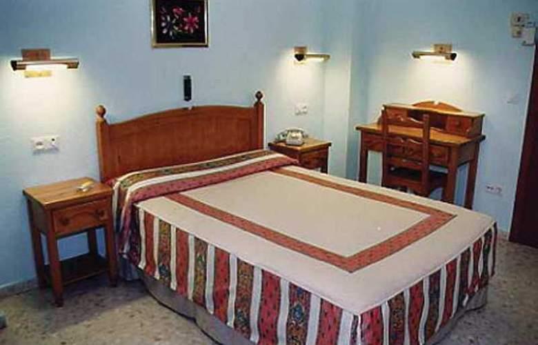 Serrano - Room - 6