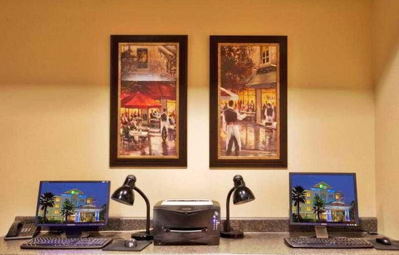 Holiday Inn Express & Suites Tampa - Sport - 29