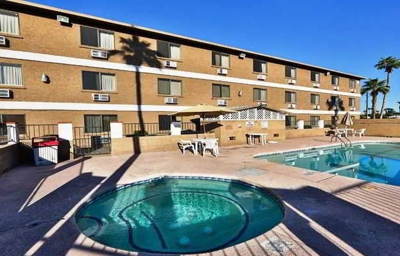 Super 8 Lake Havasu City - Pool - 6