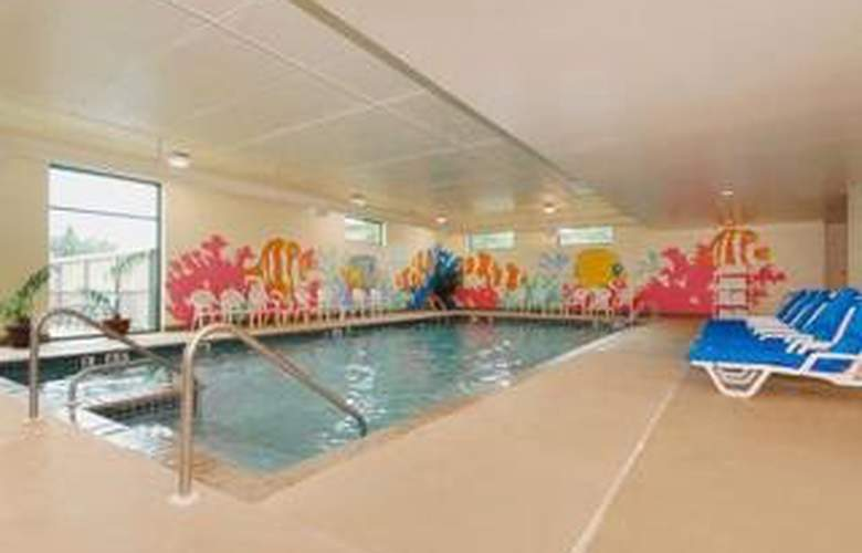 Clarion Suites Central - Pool - 4