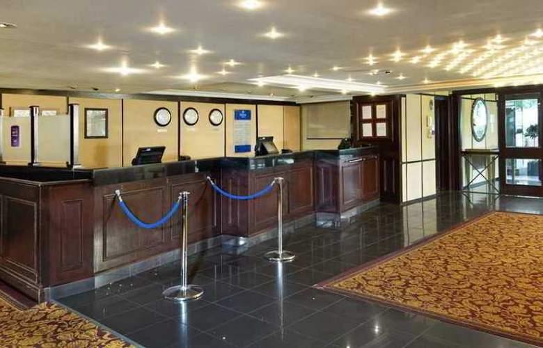 Hilton Cobham - Hotel - 1