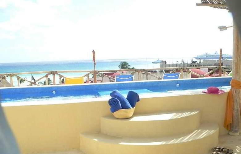Blue Pearl Suites Apartments - Pool - 6