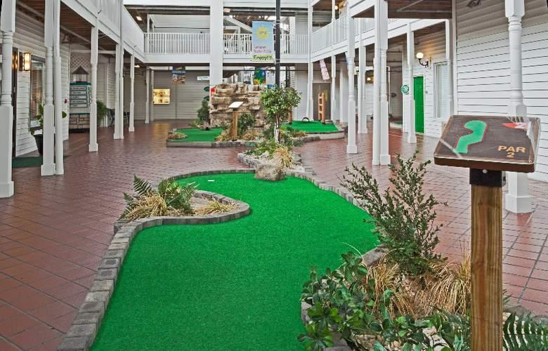 Holiday Inn Hotel & Suites Harbourside - Sport - 10