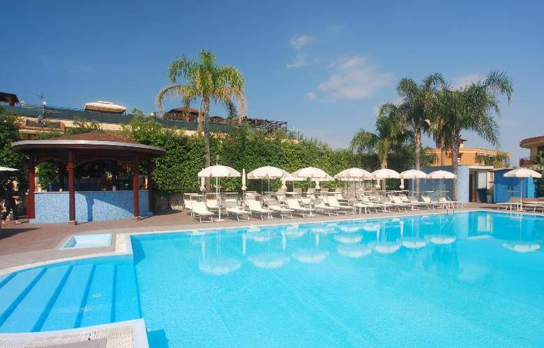 Hotel Premiere - Pool - 16
