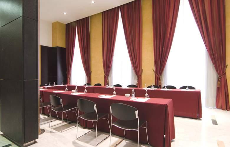 Catalonia El Pilar  - Conference - 15