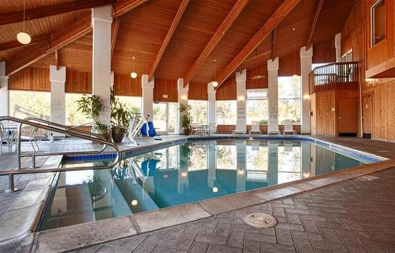 Best Western Corning Inn - Pool - 26