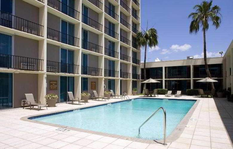 Four Points by Sheraton Houston Memorial City - Pool - 18
