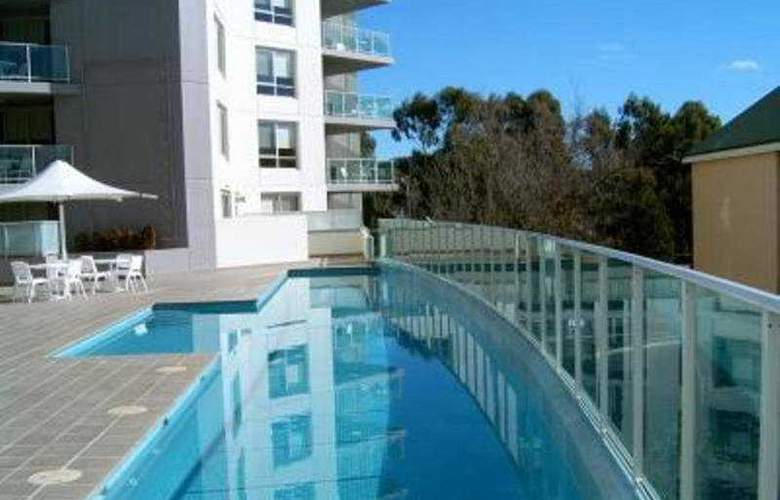 Quality Suites Cliffon On Northbourne - Pool - 3