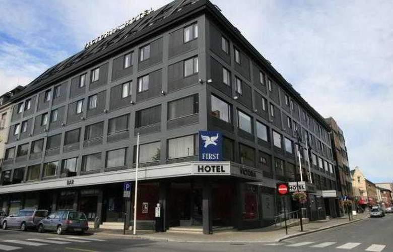First Victoria - Hotel - 0