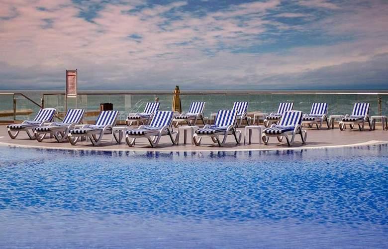 Ramada Baku Hotel - Pool - 17