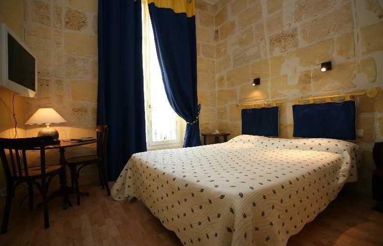 QUALYS-HOTEL LA TOUR INTENDANCE - Room - 12