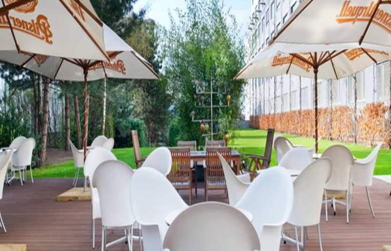 Holiday Inn Prague Congress Centre - Terrace - 4