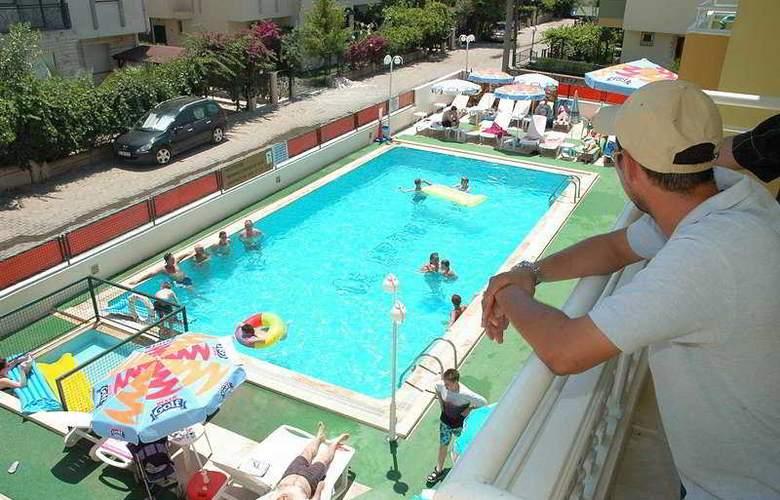 Club Ako Apart - Pool - 4