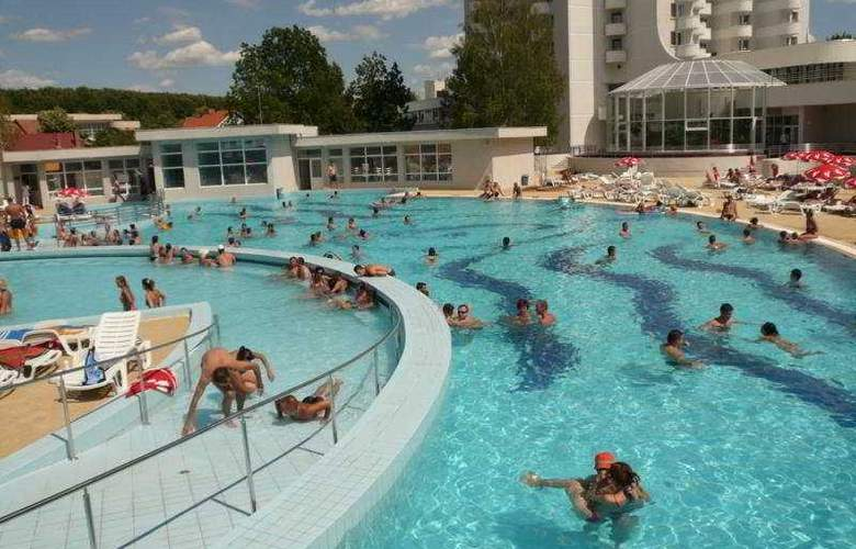 International - Pool - 5