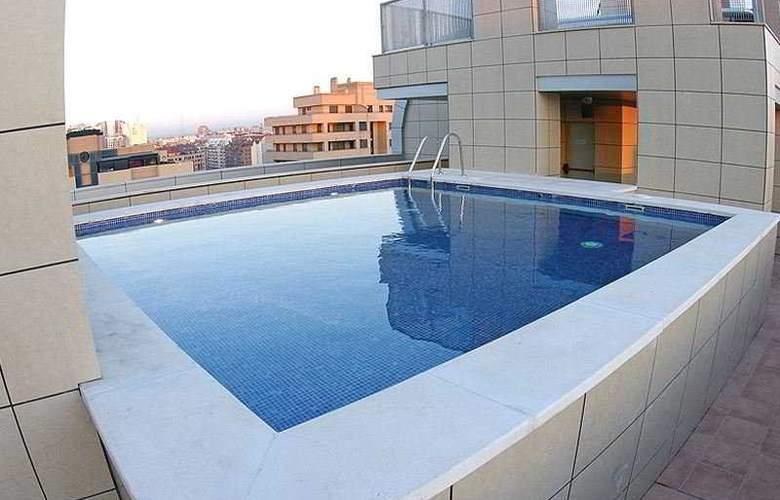 Valencia Center - Pool - 3