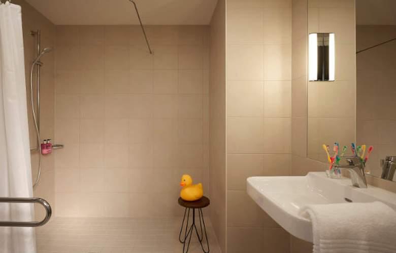 MOXY London Excel - Room - 4