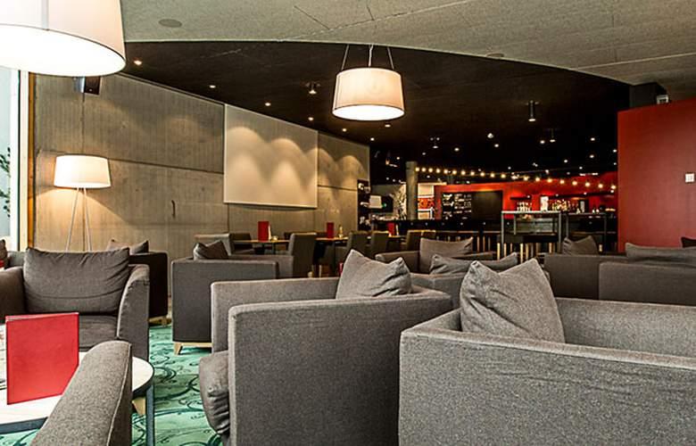 All in One Inn Lodge Hotel & Hostel - Bar - 18