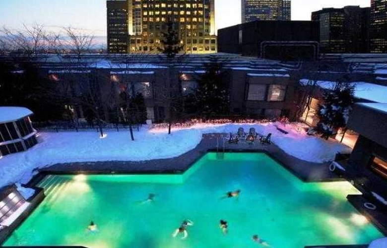 Hilton Montreal Bonaventure - Pool - 15