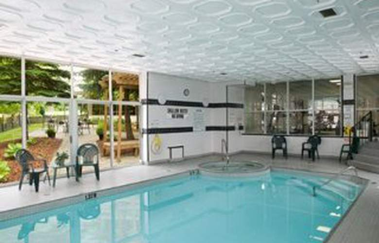 Quality Hotel & Executive Suites Oakville - Pool - 8