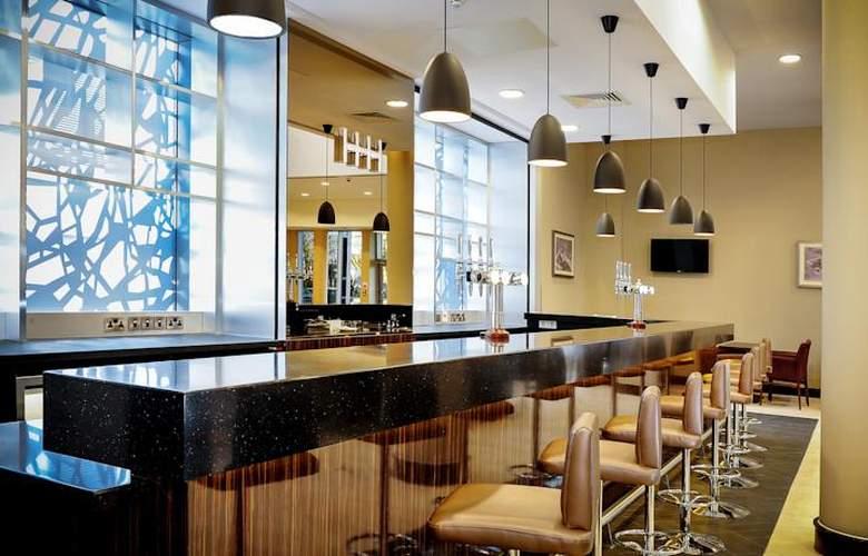 Heston Hyde - Bar - 8