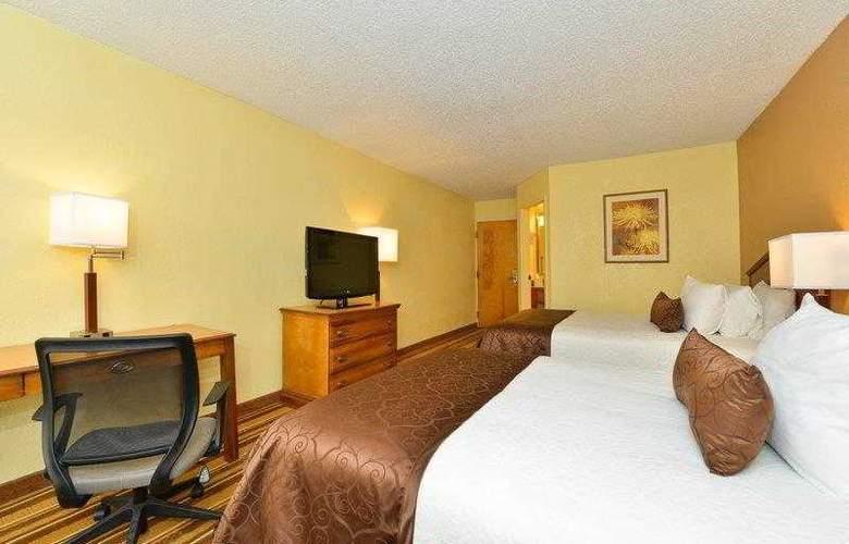 Best Western Plus Richmond Airport Hotel - Hotel - 11