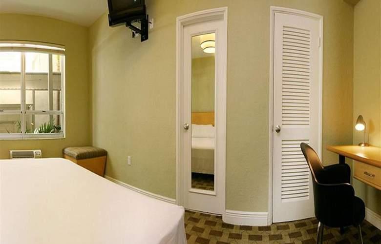 Crest Hotel Suites - Room - 7