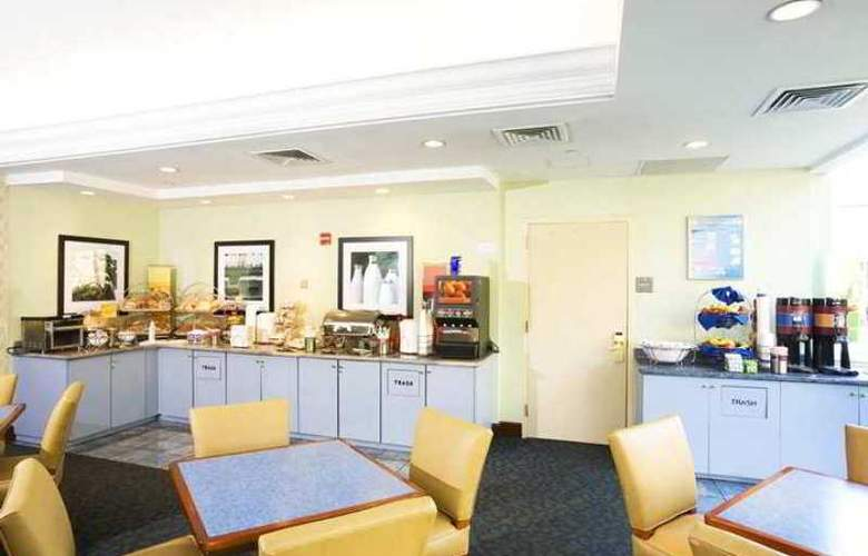 Hampton Inn JFK Airport - Hotel - 11