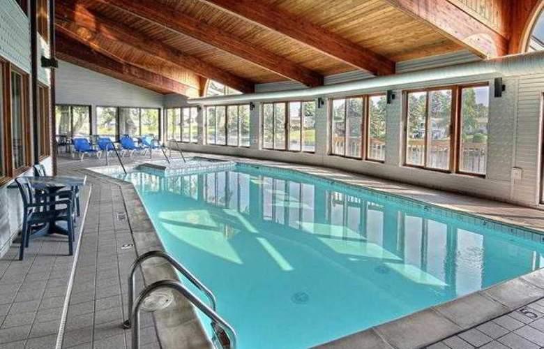 Best Western River Terrace - Pool - 23
