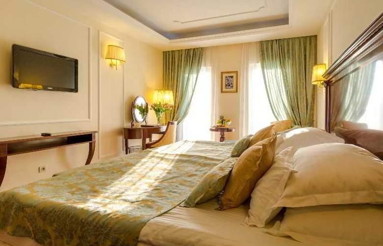 President Solin - Room - 25